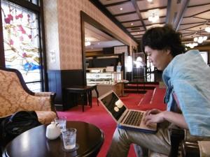 年に1~2回、メンバーで合宿しながら長期的なことを話し合うENWキャンプでの一コマ。このときは金沢でした。