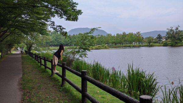 緑豊かな水辺と子ども